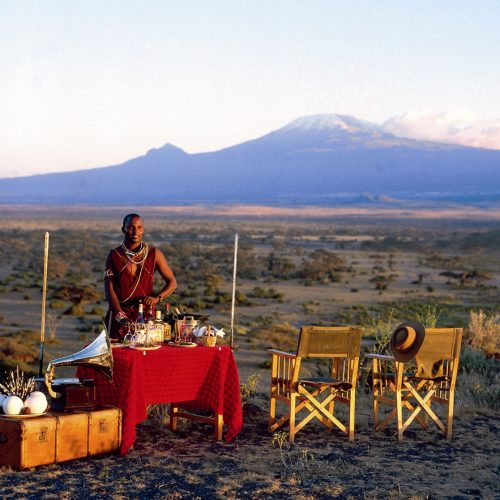 Tortilis Camp - Sundowners in front of Kilimanjaro